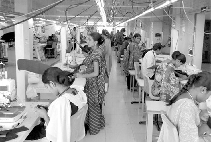 現在は中国工場を縮小し、バングラデシュや ASEAN 諸国で縫製を行っている。