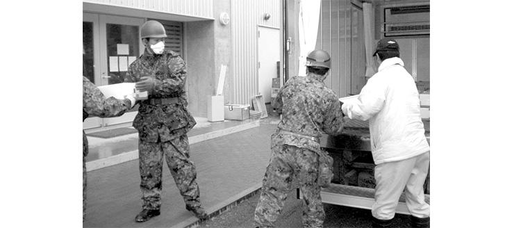 東日本大震災では、揚 げかまぼこを12万枚つくり、女川の避難所に届けた。